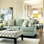 Фото 22: Зеленый диван с низким столом