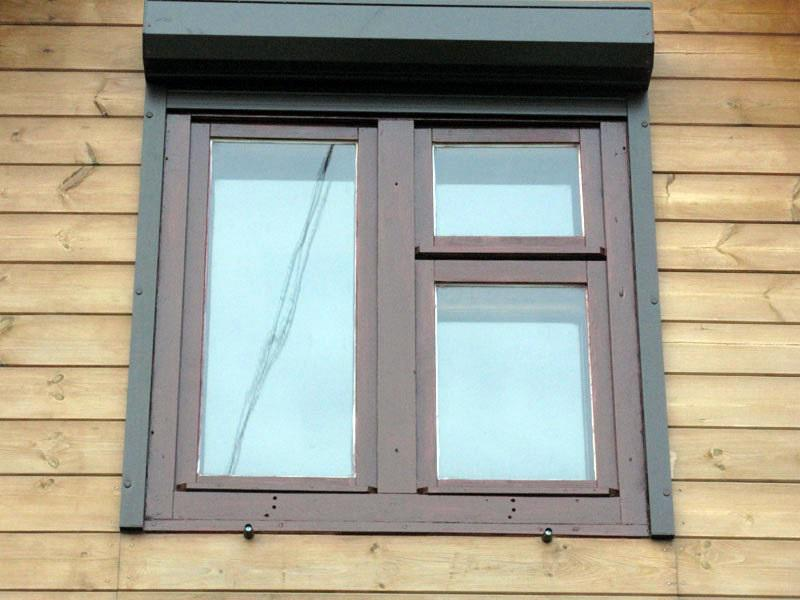 Пластиковое окно коричневого цвета