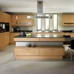 Фото 24: Деревянная мебель в современных кухня 2015 года