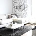 Фото 21: Белый диван на фоне фрески
