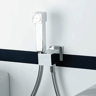Hi-tech в оформлении ванной комнаты на примере унитаза