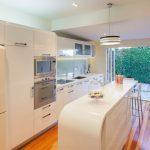 Фото 39: Белая кухня в стиле модерн