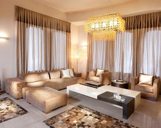 Гардины в гостиной в современном стиле