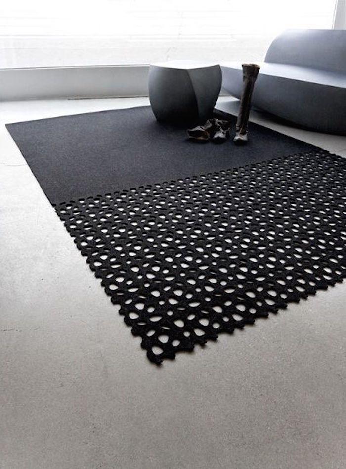Фото из модного журнала: черный цвет, сапоги, мебель, необычный ковер