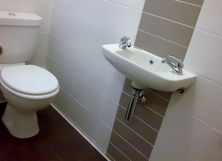 Скрытая прокладка труб в ванной