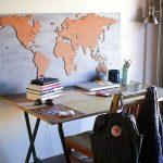 Фото 24: Отдлека пробкой участка стены под карту в рабочем пространстве школьника