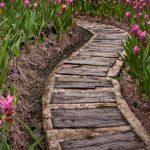 Фото 51: Садовая дорожка из дерева и бетона