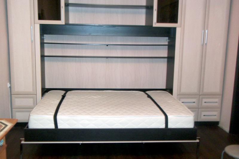 Диван-кровать белого цвета