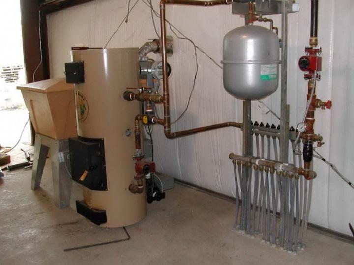 Комбинированный котел отопления для частного дома удобен при периодической смене топлива