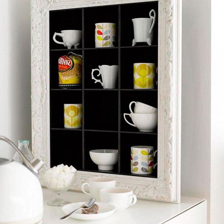 Шкафчик для чашек в виде рамки