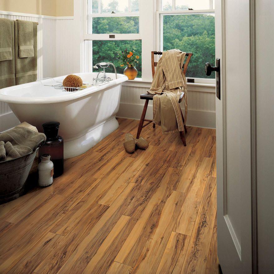 Ламинат в ванной в частном доме