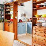 Фото 43: Перегородка в виде кухонного стеллажа