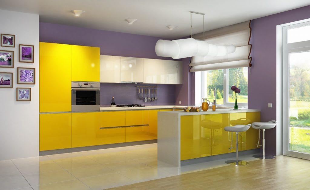 Контраст обоев и мебели на кухне