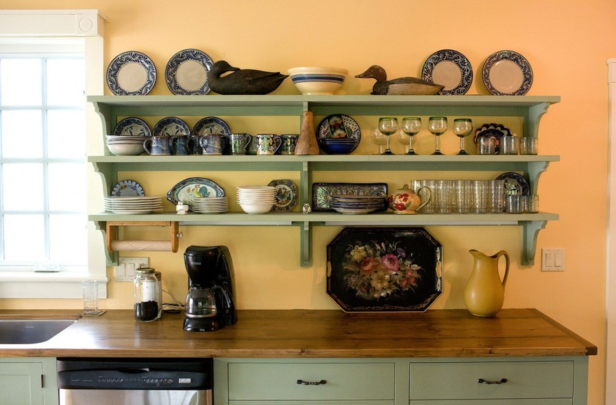 Полки на кухне в цвет гарнитура