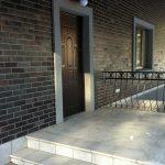 Фото 45: Отделка фасада темной клинкерной плиткой