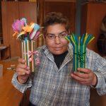 Фото 87: Вазочка из пластиковых трубочек