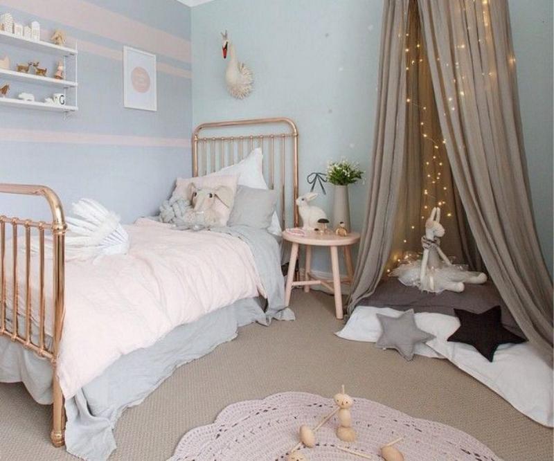 Бежево – голубая комната для девочек
