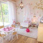 Фото 221: Оформление стен в детской комнате для девочек