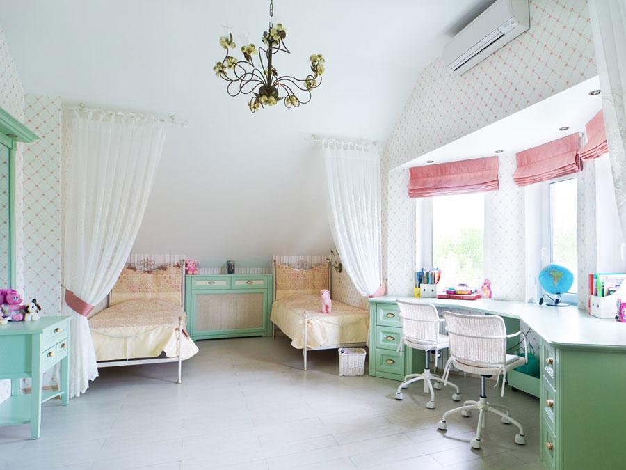 Оформление детской комнаты для двух девочек
