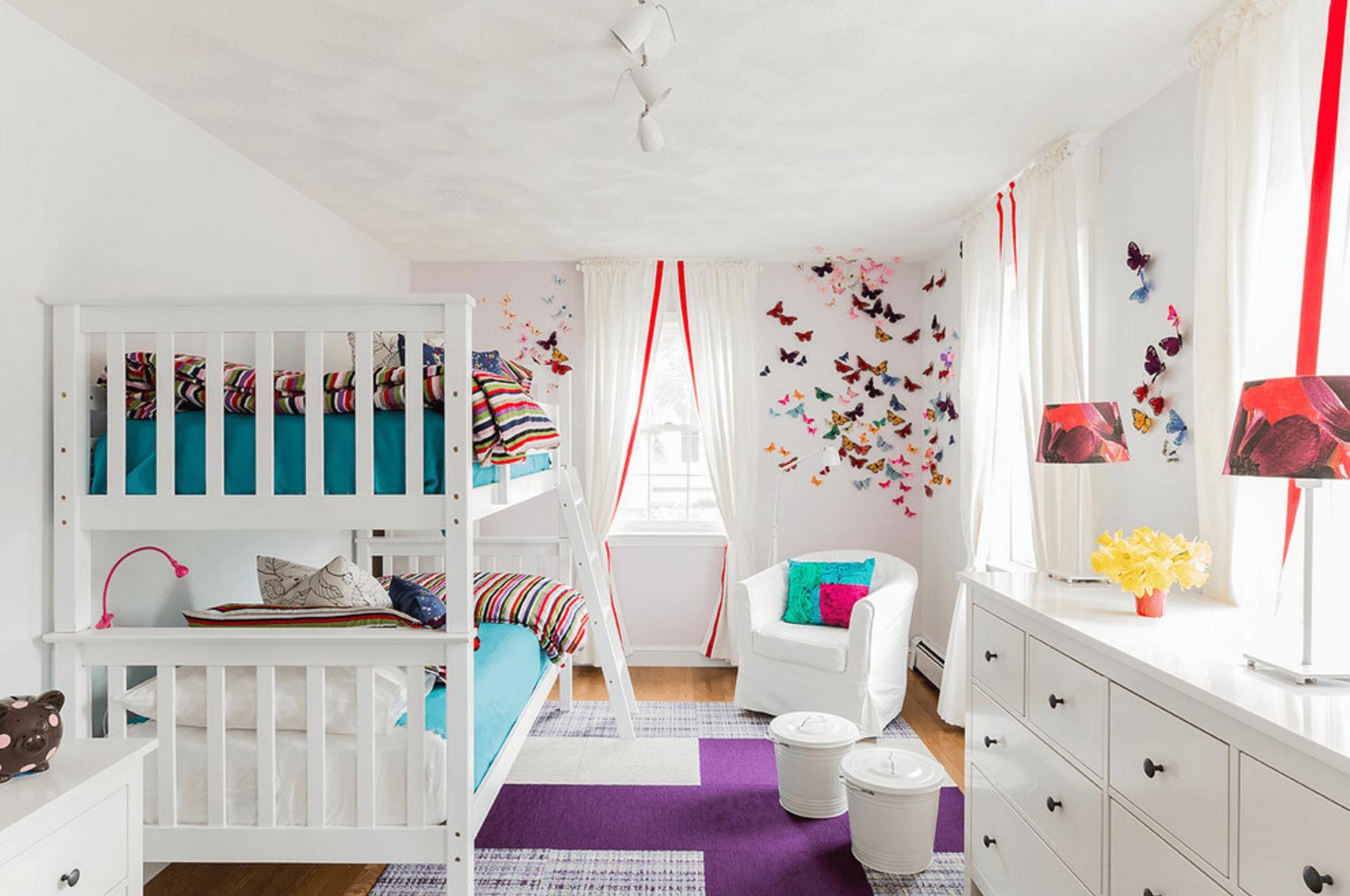Комната для девочек с двухъярусной кроватью