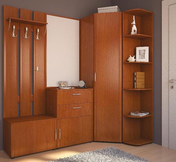 угловая прихожая с зеркалом и вместительным шкафом для одежды