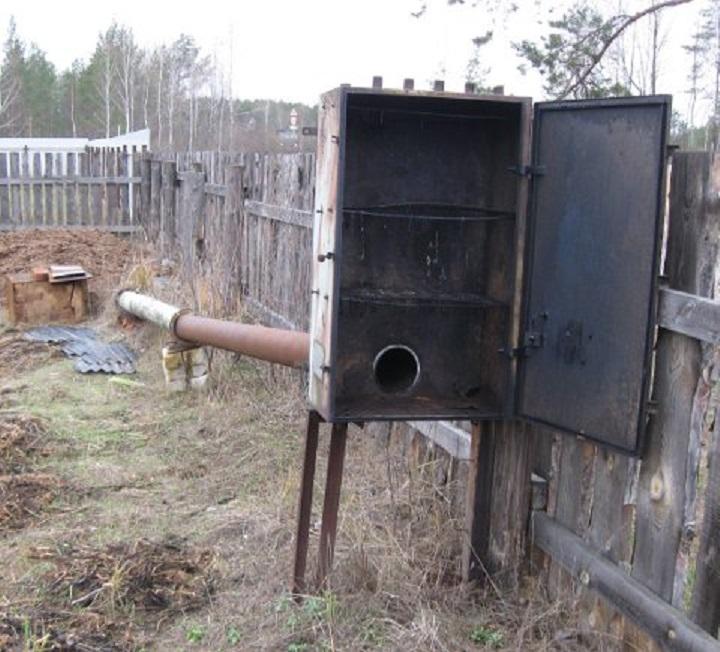 Металлический шкаф для холодной коптильни является неплохим вариантом