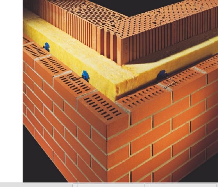 Многослойная кирпичная стена здания