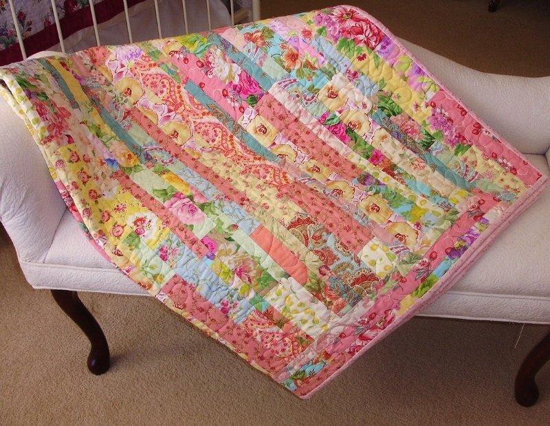 Одеяло из полос в технике пэчворк