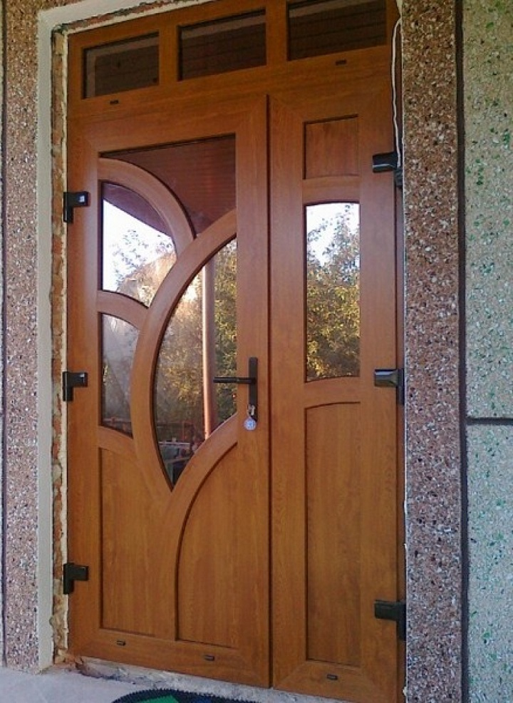 Металлопластиковые двери используются в качестве межкомнатных и входных конструкций