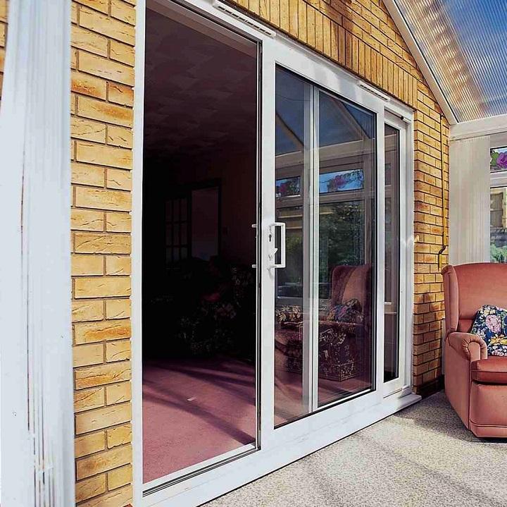 Входная сдвижная дверь ПВХ на веранде