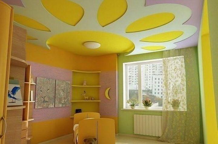 Яркий потолок для детской