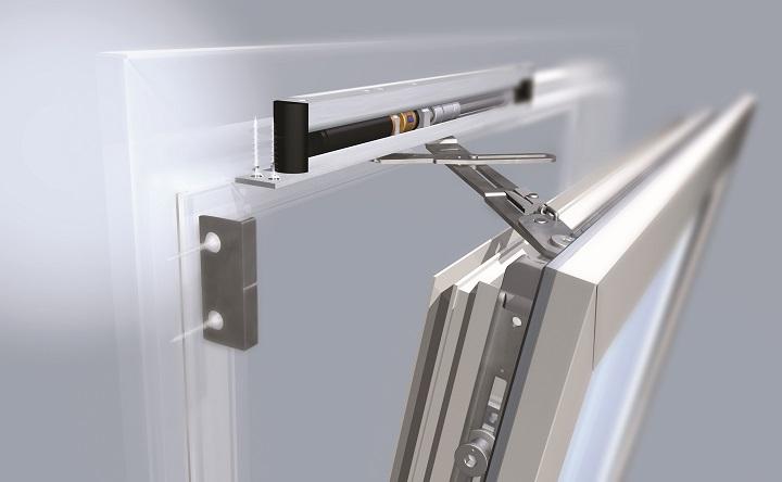 Откидной механизм полотна ПВХ двери обеспечивает режим проветривания