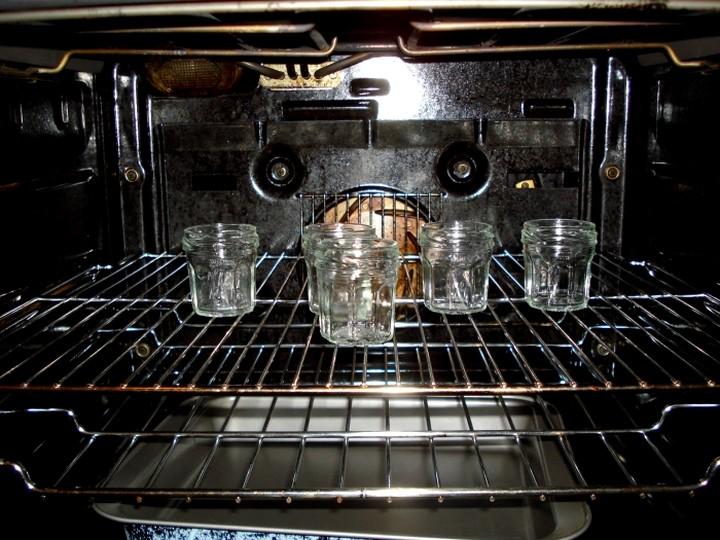 Как стерилизовать банки в духовке2