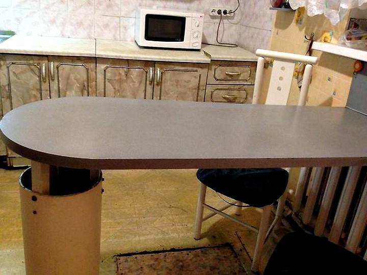 пристенный кухонный стол овальный