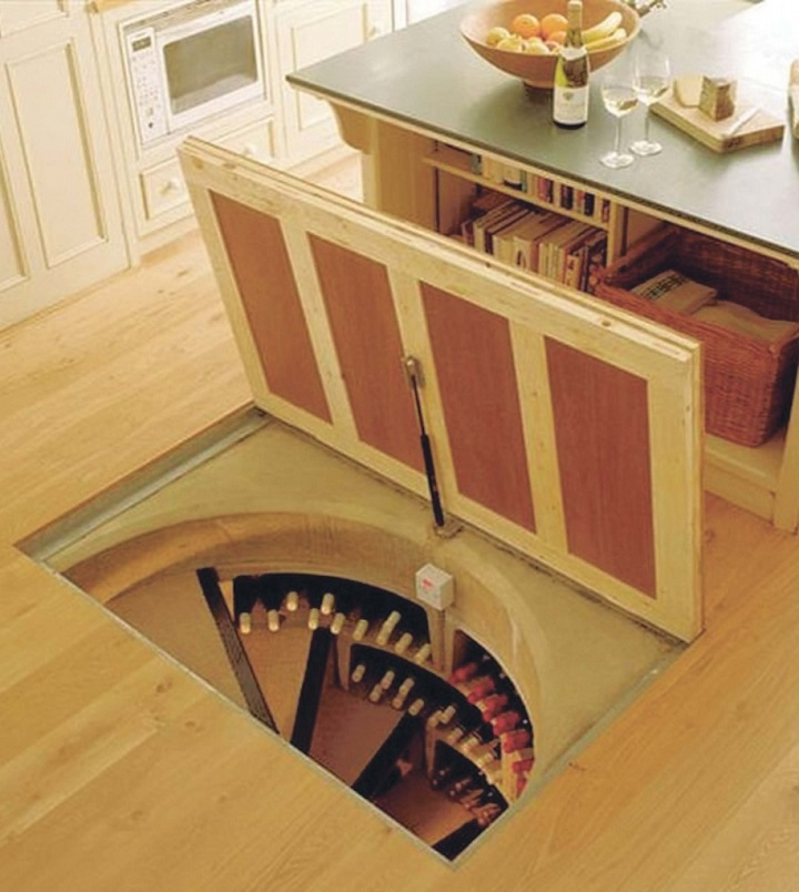 Встроенный в жилище погреб с выходом в кухне