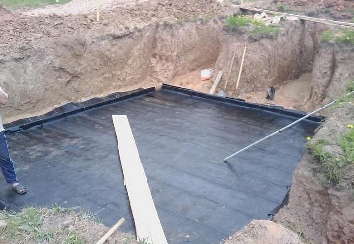 Гидроизоляция нижней плиты погреба перед заливкой