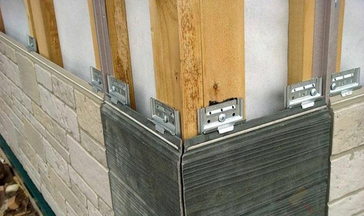 Фиброцементные цокольные панели украшаются фотокерамикой либо объемным рисунком
