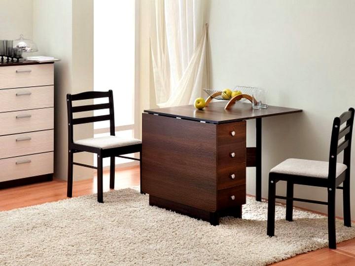 Раскладной стол в интерьере малогабаритной квартиры