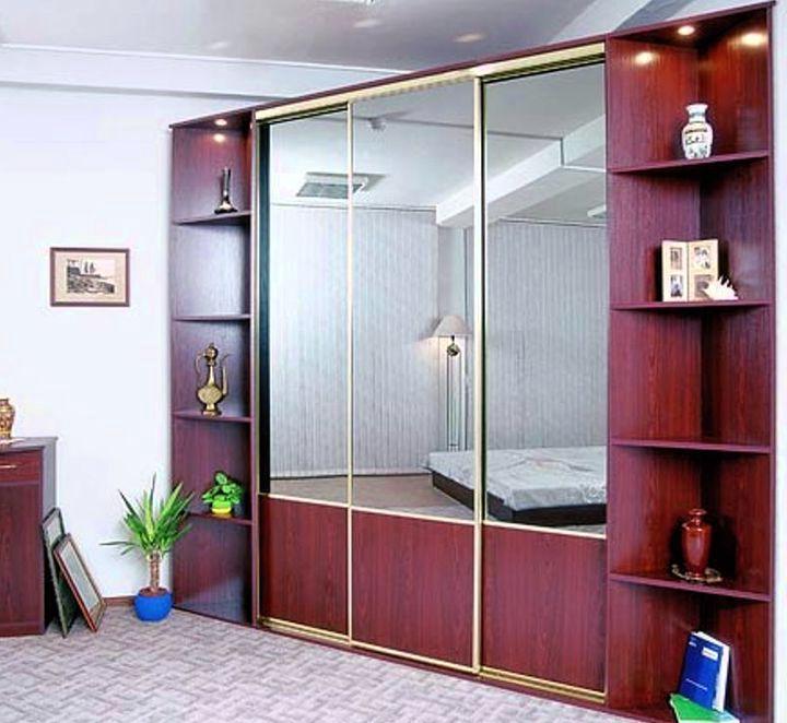 Зеркальная дверь углового шкафа купе