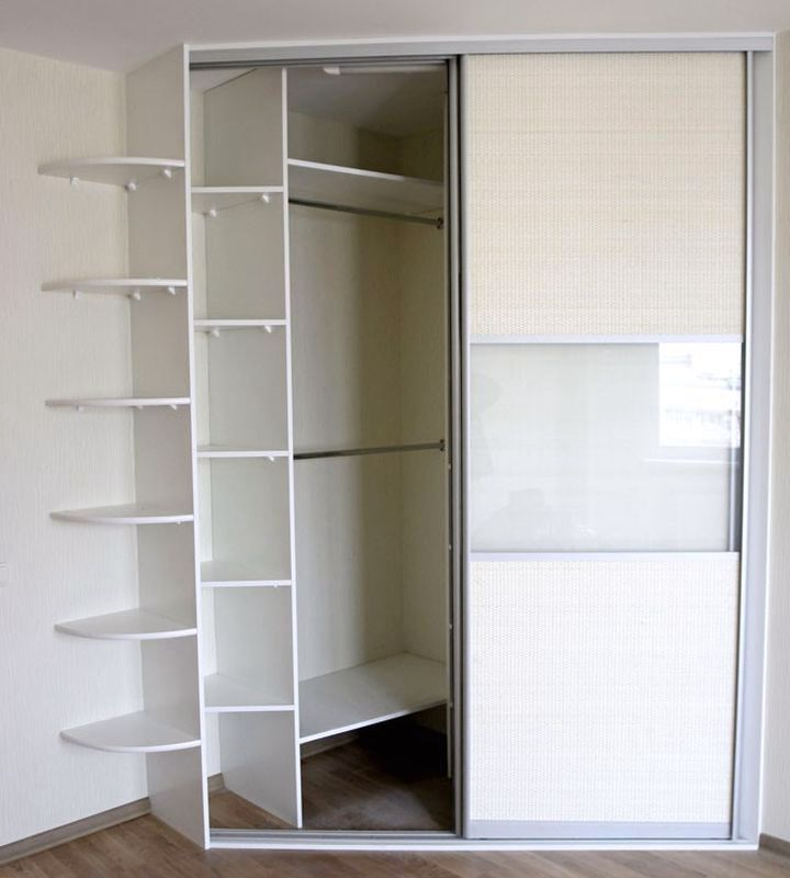 Трапециевидная форма углового шкафа купе