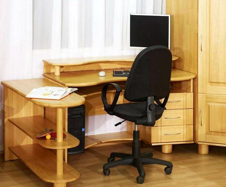 Деревянная модель письменного стола
