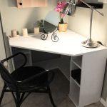 Фото 64: Небольшой угловой стол в спальне