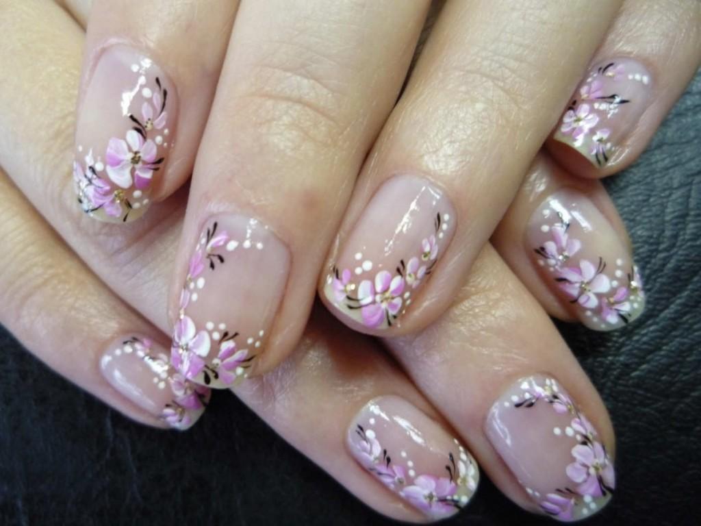 С помощью рисунков цветов на ногтях можно создавать настоящие нейл шедевры