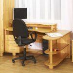 Фото 33: Деревянный компьютерно-письменный стол