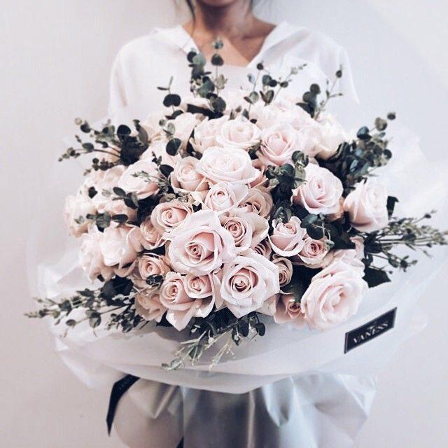 Фото современного стильного букета из роз