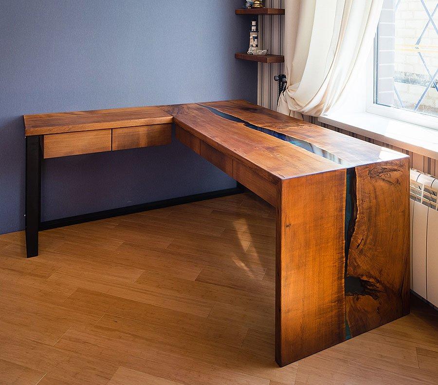 Угловой письменный стол из массива