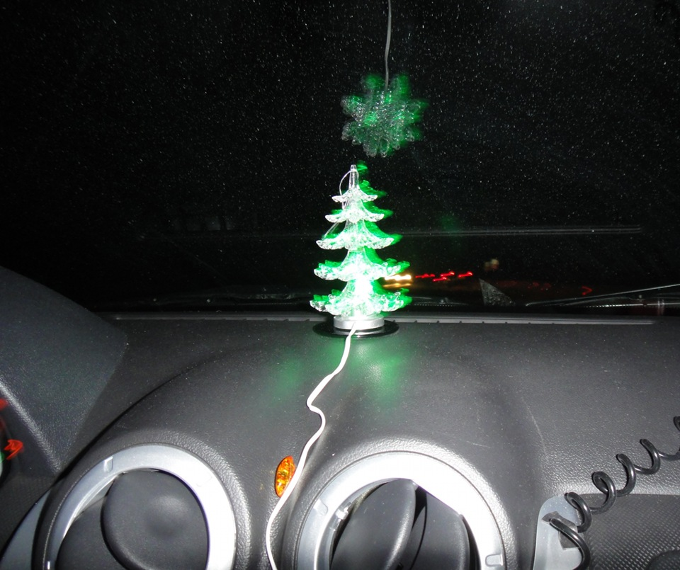 Аксессуар-ёлочка в машину на Новый Год