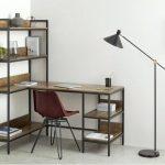 Фото 41: Угловой стол со стеллажом