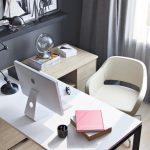 Фото 68: Светлый угловой письменный стол в кабинете