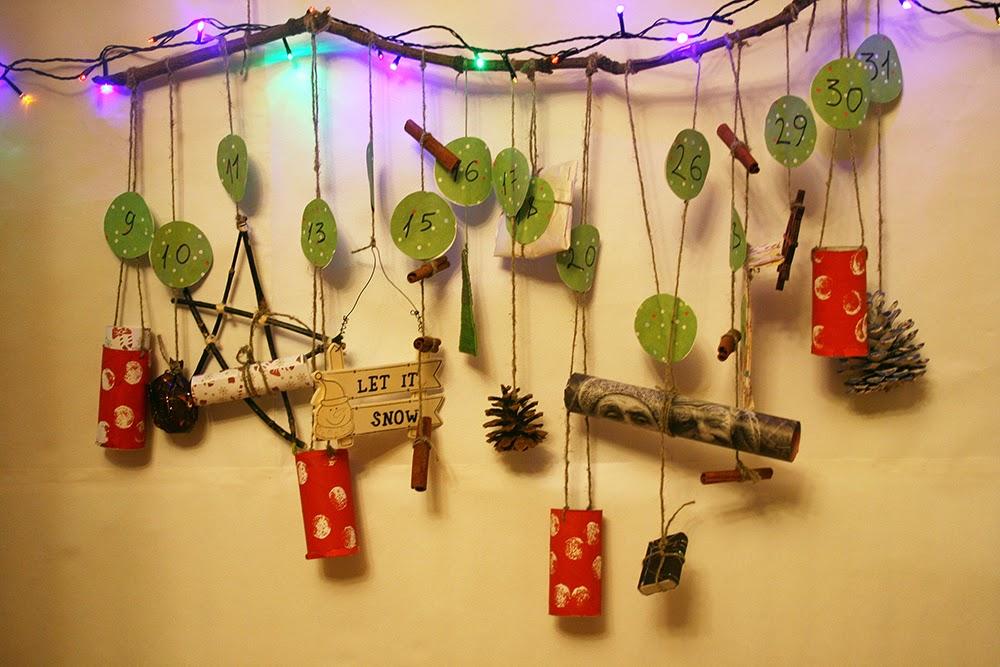 Рождественский календарь на веточках